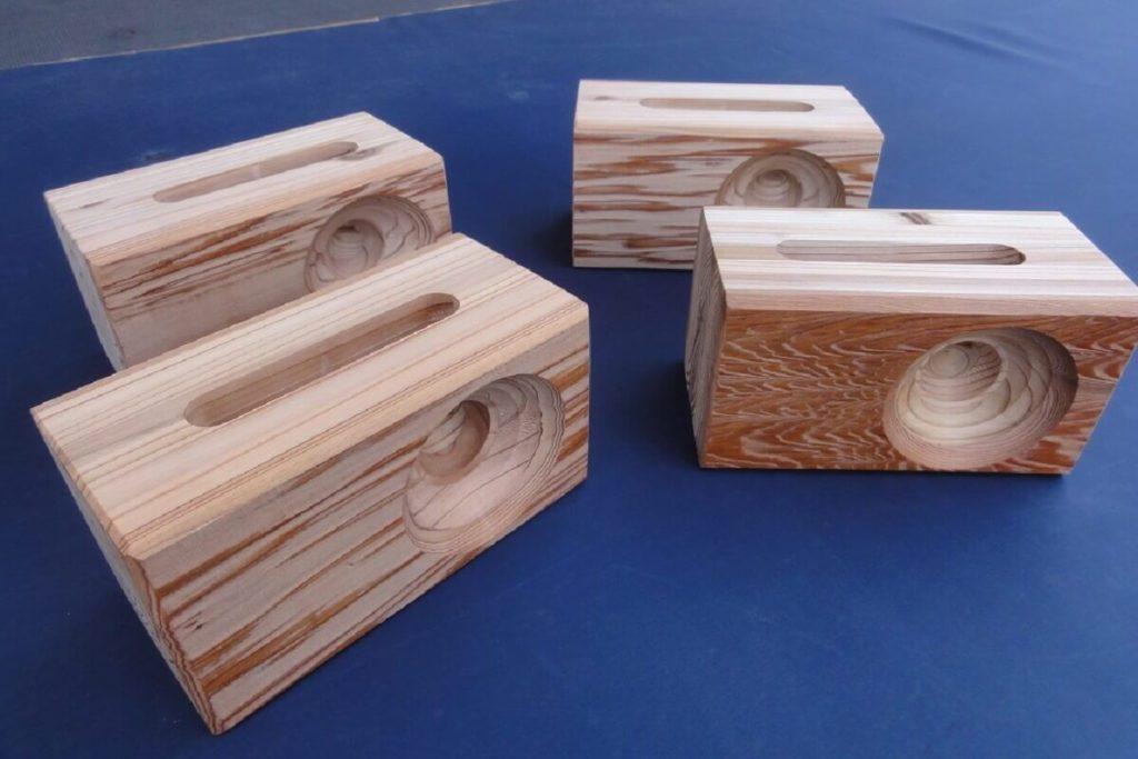 iphne用woodスピーカー 上杢(浮造り仕上げ) 寸法(㎜):150×高さ80×厚75